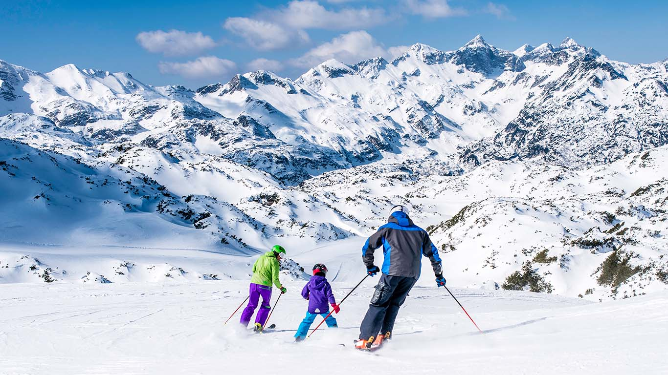 family_skiing