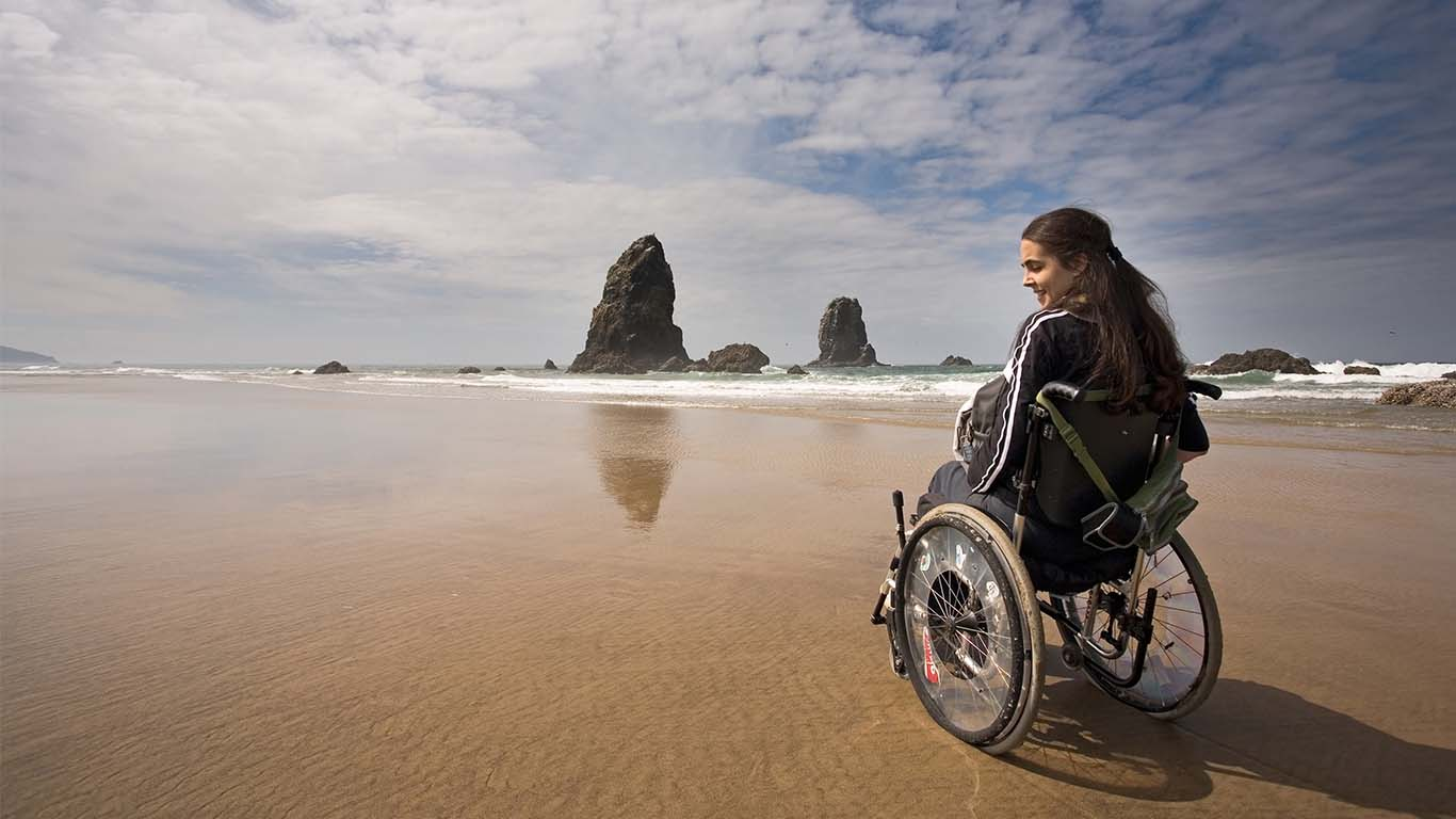 girl_in_wheelchair_beach